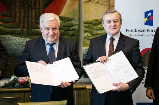 Na zdjęciu: minister kultury i dziedzictwa narodowego prof. Piotr Gliński i prezes zarządu  NFOŚiGW Kazimierz Kujda
