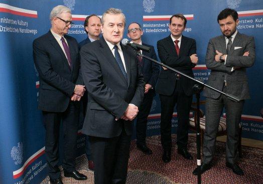 Na zdjęciu: podpisanie umowy kupna budynku mieszczącego się w Krakowie przy ul. Focha