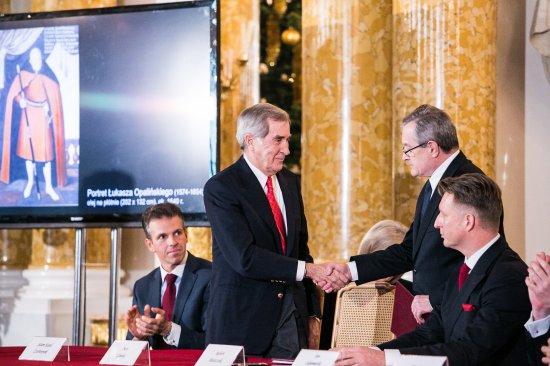 Na zdjęciu: Uroczystość podpisania umowy zakupu zbiorów Książąt Czartoryskich i związanych z nimi nieruchomości