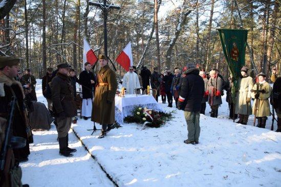 Na zdjęciu: Szlakiem powstańców - rajd w Puszczy Kampinoskiej. Autor zdjęcia: Marek Wardak