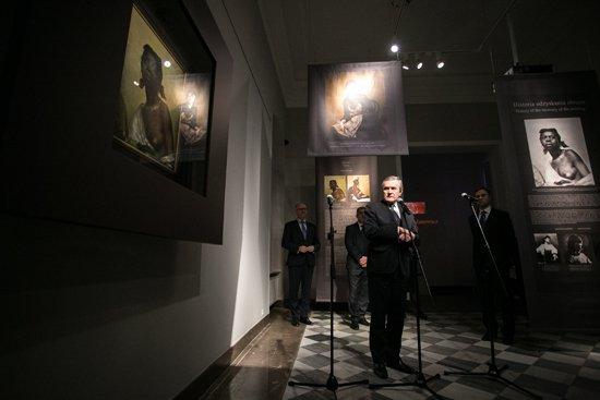 Na zdjęciu: Wicepremier, Minister Kultury i Dziedzictwa Narodowego prof. dr hab. Piotr Gliński na wernisażu wystawy z cyklu Utracone-Odzyskane. autor zdjęcia: Danuta Matloch