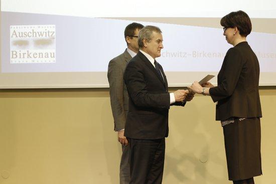 na zdjęciu:  Wręczenie nominacji członkom Rady MCEAH. autor zdjęcia: Danuta Matloch