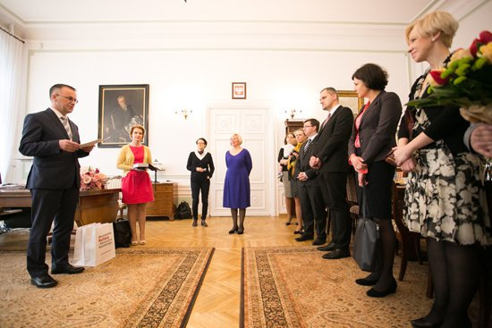 Na zdjęciu: Wiceminister kultury Jarosław Sellin podczas ceremonii wręczenia odznaczeń. autor zdjęcia: Danuta Matloch
