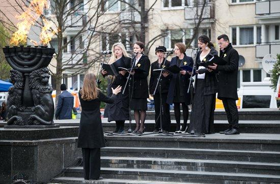 Na zdjęciu: Uroczystości upamiętniające 73. rocznicę wybuchu powstania w getcie warszawskim. autor zdjęcia: Danuta Matloch