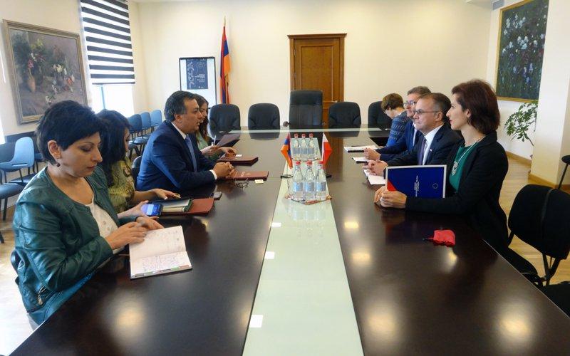 Na zdjęciu: Spotkanie z Armenem Amiryanem Ministrem Kultury Armenii. autor zdjęcia Dorota Janiszewska-Jakubiak/ MKiDN