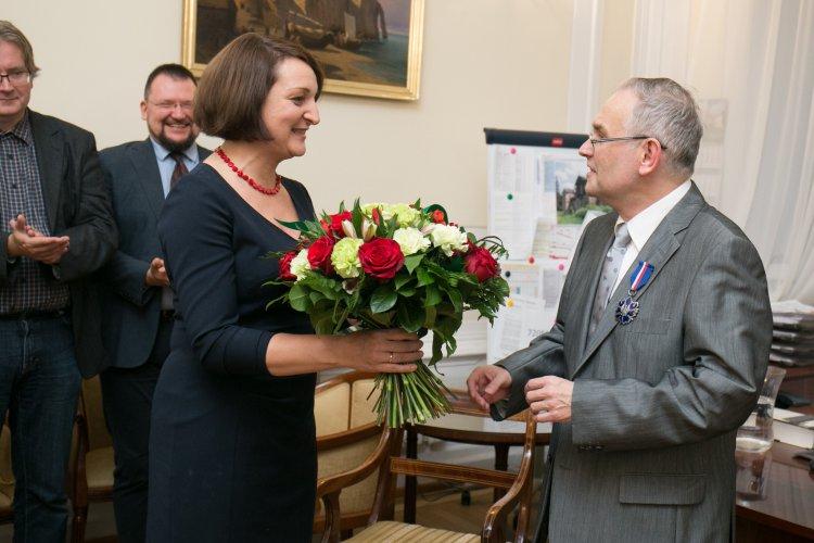 Na zdjęciu: Uroczystość wręczenia medalu Gloria Artis Piotrowi Zarembie. autor zdjęcia Jacek Łagowski