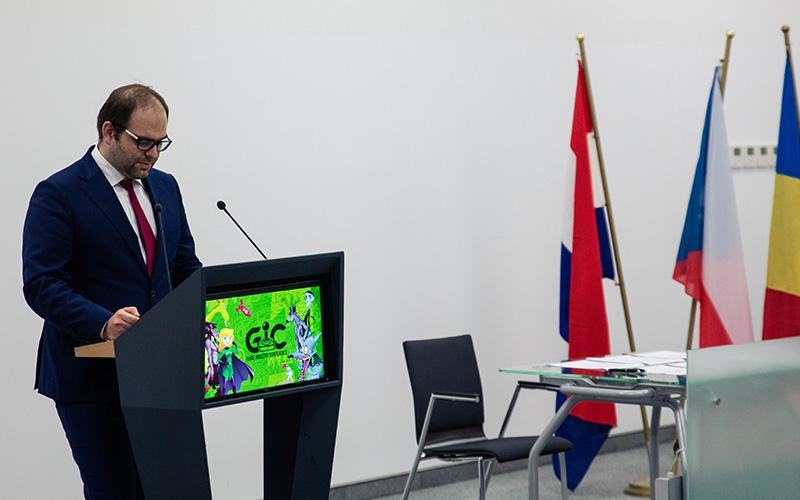 Na zdjęciu: Wiceminister Paweł Lewandowski na targach gier komputerowych Poznań Game Arena