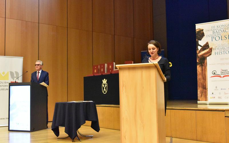 Na zdjéciu: Wcieminister Magdalena Gawin przemawia na otwarciu Kongresu Zagranicznych Badaczy Dziejów Polski