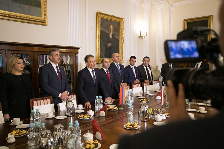 Spotkanie ministra Piotra Glińskiego z grupą parlamentarzystów z Armenii na czele z Przewodniczącym Zgromadzenia Narodowego Armenii Ara Babloyanem. autor zdjęcia: Danuta Matloch