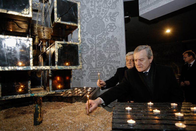 Minister Piotr Gliński w Muzeum Ofiar Wielkiego Głodu. autor zdjęcia: Danuta Matloch