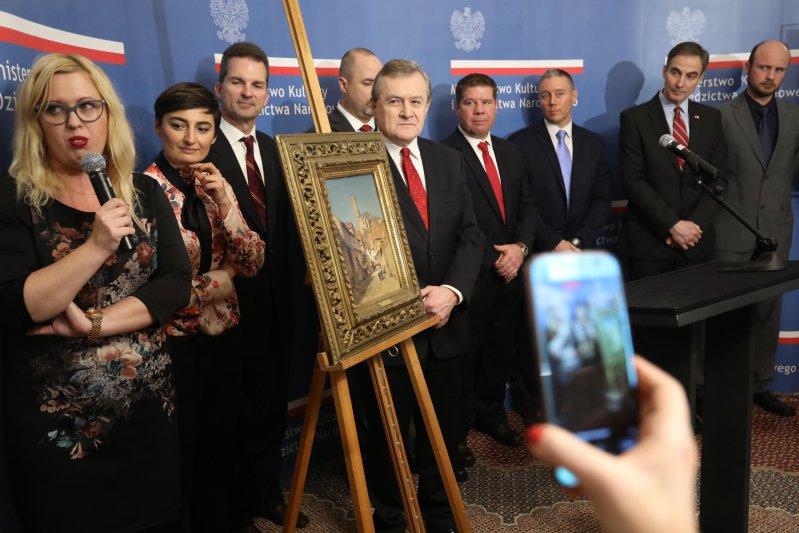 Na zdjęciu: uroczyste przekazanie dzieła Muzeum Narodowemu we Wrocławiu z udziałem wicepremiera,  ministra kultury i dziedzictwa narodowego prof. Piotra Glińskiego oraz ambasadora USA w Polsce Paula W. Jonesa