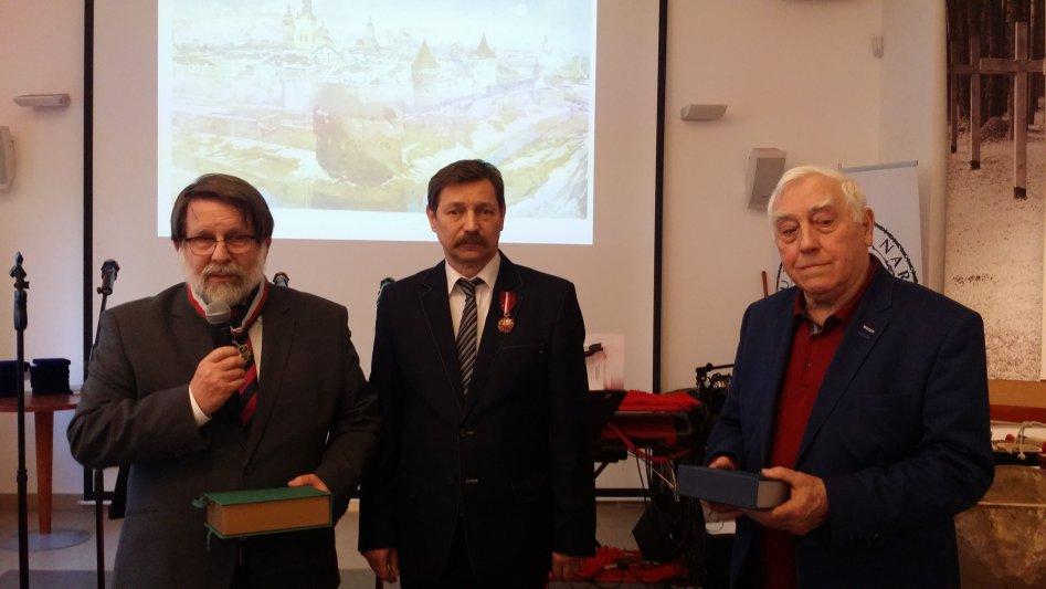 """Na zdjęciu: Instytut Lwowski - współpracownicy odznaczeni Medalami """"Gloria Artis"""""""