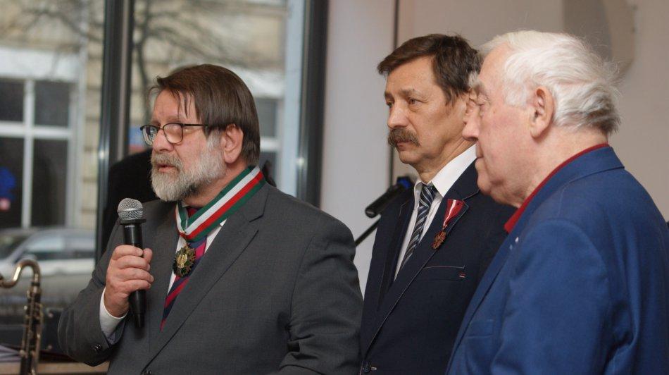 Na zdjęciu: Instytut Lwowski - współpracownicy odznaczeni Medalami Gloria Artis