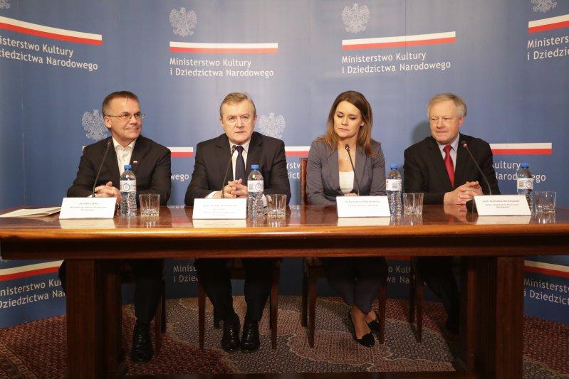na zdjęciu: Konferencja prasowa dotycząca zakupu Pałacu Lubomirskich w Lublinie. autor zdjęcia: danuta Matloch