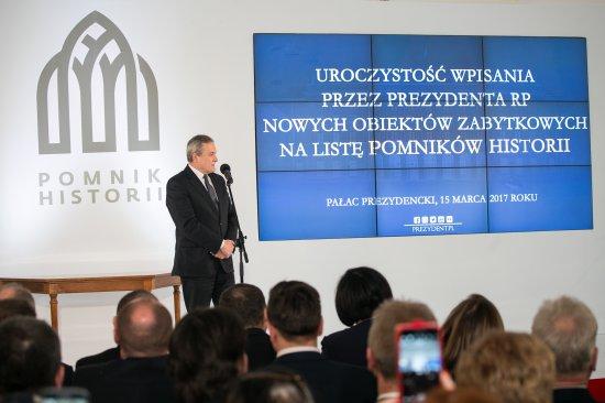 Na zdjęciu: Wicepremier Piotr Glinski przemawia podczas uroczystości wpisania nowych obiektów zabytkowych na liste Pomników Historii