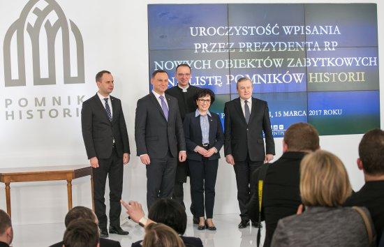 Na zdjęciu: Organizatorzy uroczystości wpisania nowych obiektów zabytkowych na liste Pomników Historii