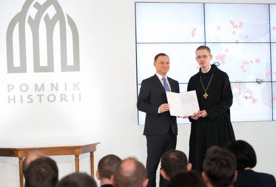 Na zdjęciu: Prezydent RP Andrzej Duda podczas uroczystości wpisania nowych obiektów zabytkowych na liste Pomników Historii