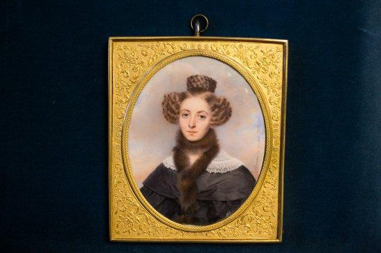 """Na zdjęciu: """"Portet damy"""" z 1833 r. uutorstwa  Aimée Zoe Lizinki de Mirbel"""