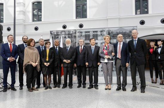Na zdjęciu: wicepremier Piotr Gliński podczas konferencji prasowej,  zorganizowanej 5 kwietnia br. na Dworcu Łódź Fabryczna