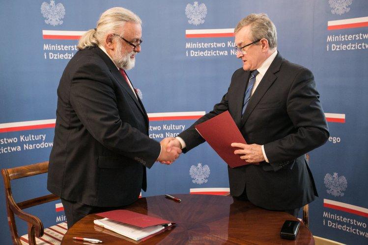 Na zdjęciu: minister Piotr Gliński i dyrektor Muzeum – Zamku w Łańcucie Wit Karol Wojtowicz