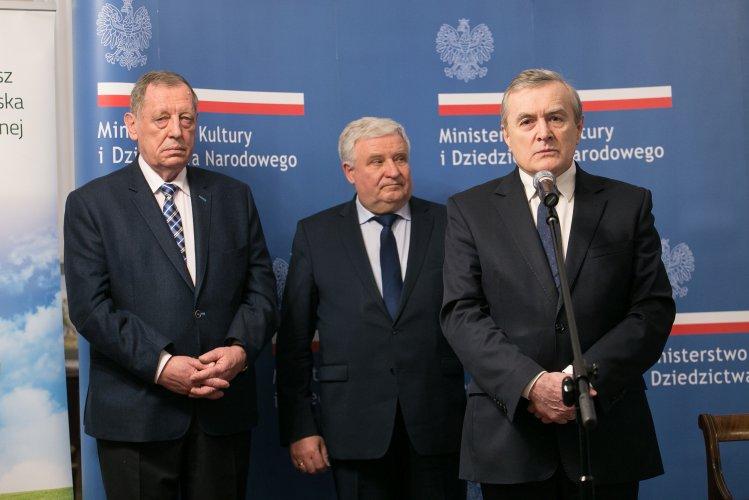 Na zdjęciu: Minister prof. Piotr Gliński,  minister prof. Jan Szyszko i  dr Kazimierz Kujda