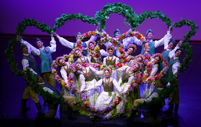 Na zdjęciu: Zespół Mazowsze podczas występu
