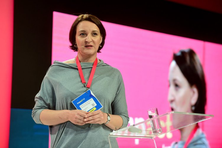 Na zdjęciu: Wiceminister prof. Magdalena Gawin na konferencji Impact