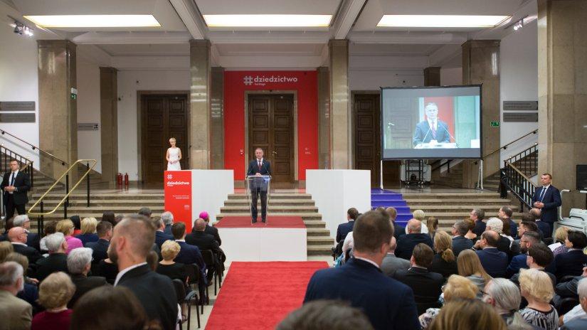 Na zdjęciu: minister Jarosław Sellin na otwarciu wystawy #dziedzictwo w Muzeum Narodowym w Krakowie