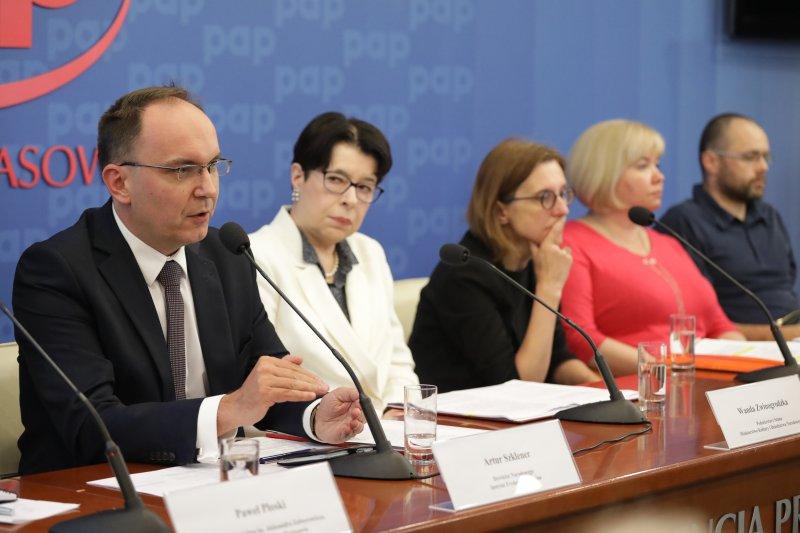 na zdjęciu konferencja prasowa - Zapowiedź Ogólnopolskiej Konferencji Kultury z udziałem wiceminister Wandy Zwinogrodzkiej. autor zdjęcia Danuta Matloch