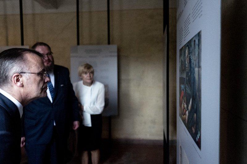 Na zdjęciu: podpisanie umowy o współprowadzeniu przez Ministra Kultury i Dziedzictwa Narodowego oraz Powiat Oświęcimski Muzeum Pamięci Mieszkańców Ziemi Oświęcimskiej