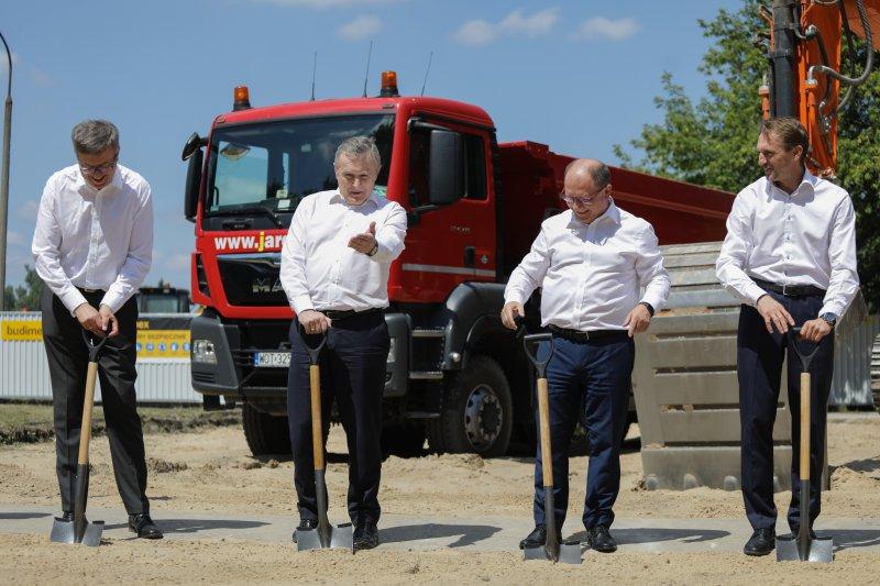 Na zdjęciu: Wicepremier Piotr Gliński na placu budowy Muzeum Historii Polski