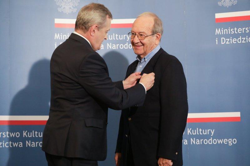 Na zdjęciu: laureat odznaczenia Zasłużony dle Kultury Polskiej Gloria Artis