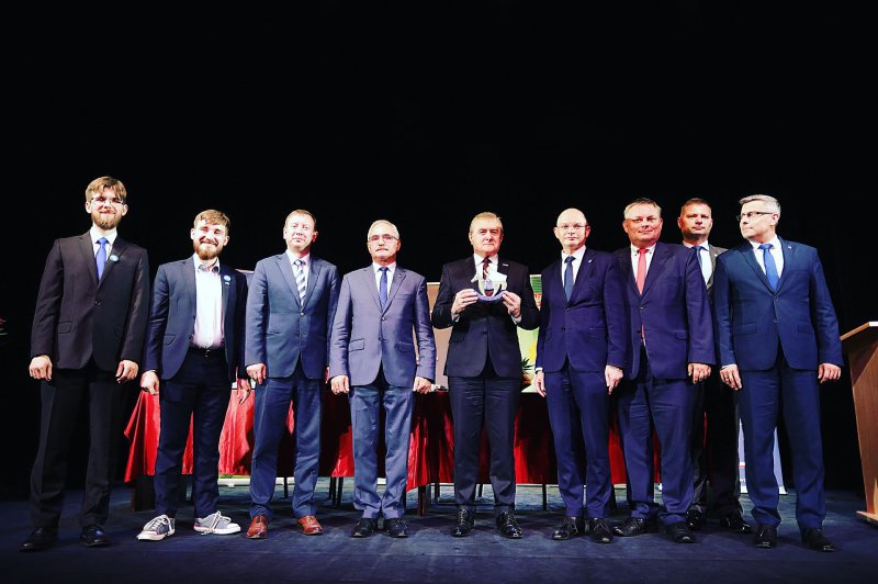 Na zdjęciu wicepremier,  minister kultury prof. Piotr Gliński,  starosta będziński Arkadiusz Watoła oraz członek zarządu powiatu będzińskiego Rafał Pietrzyk
