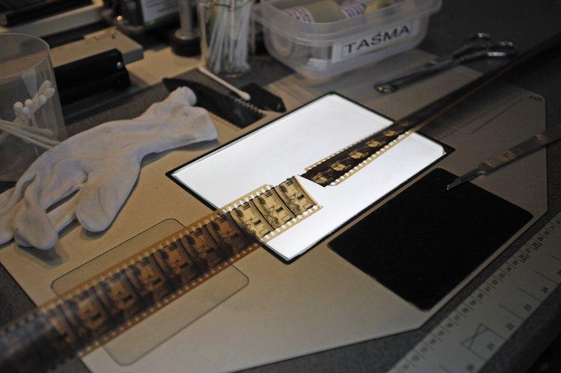 na zdjęciu klisza filmu,  źródło archiwum Fototeki FINA