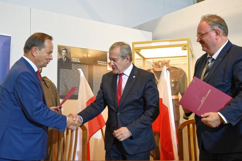 Na zdjęciu wicepremier Piotr Gliński wraz z Marszałkami Woj. Podkarpackiego.