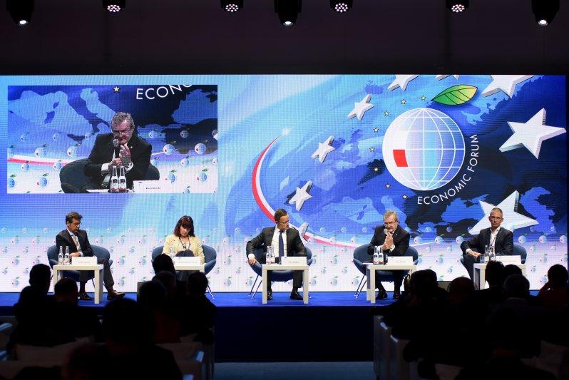 Na zdjęciu: wicepremier Piotr Gliński na Forum Ekonomicznym w Krynicy