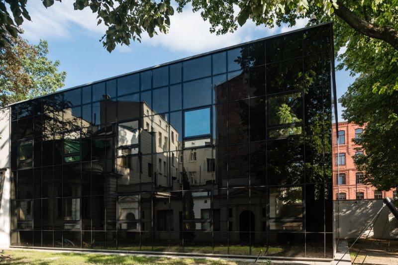 na zdjęciu nowa fasada Muzeum Sztuki w Łodzi,  autor zdjęcia Paweł Ulatowski