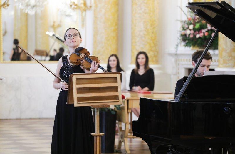 na zdjęciu skrzypaczka Agata Szymczewska