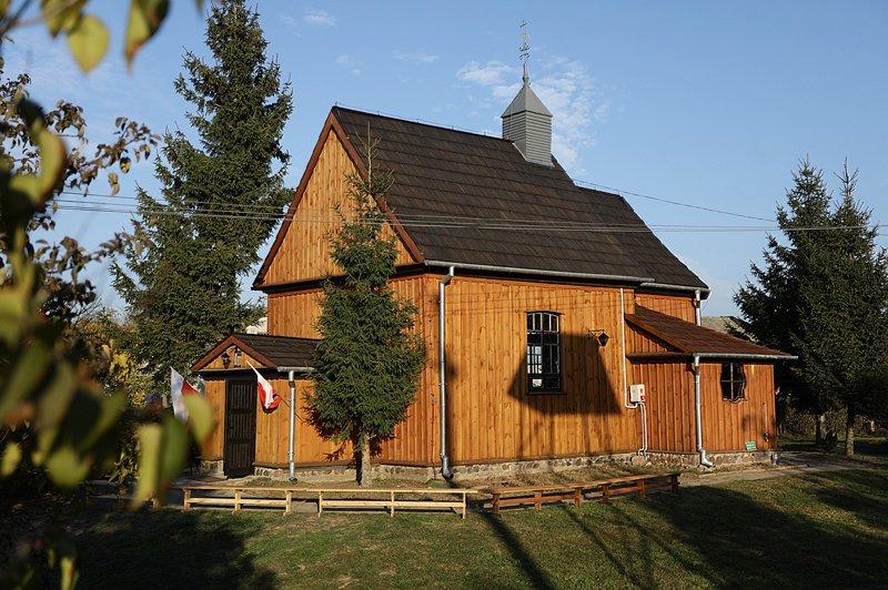 Zabytkowy kościół w Nakonowie
