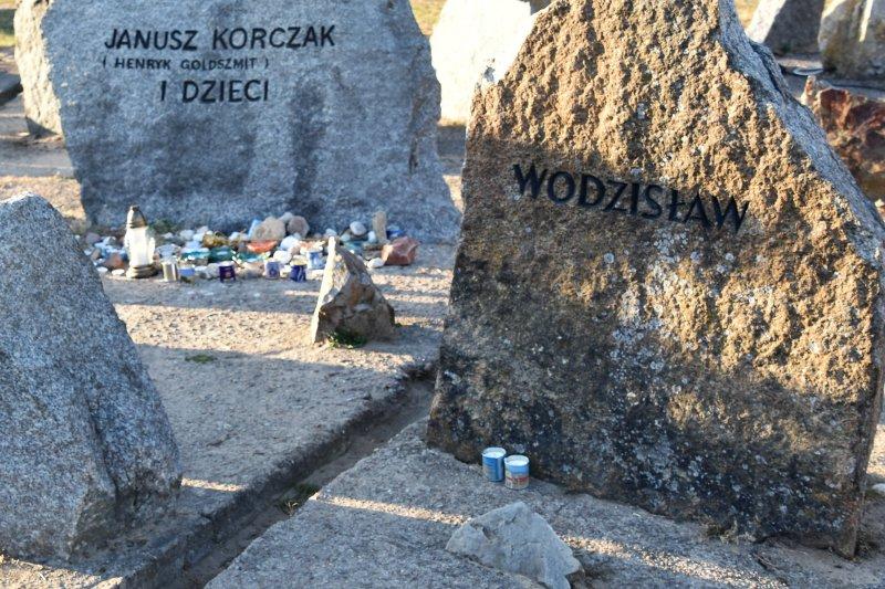 na zdjęciu głaz z obozu w Treblince