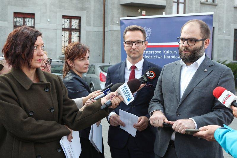 na zdjęciu konferencja prasowa