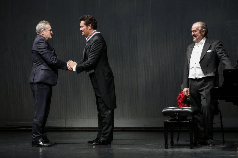 na zdjęciu wicepremier Gliński i tenor Piotr Beczała