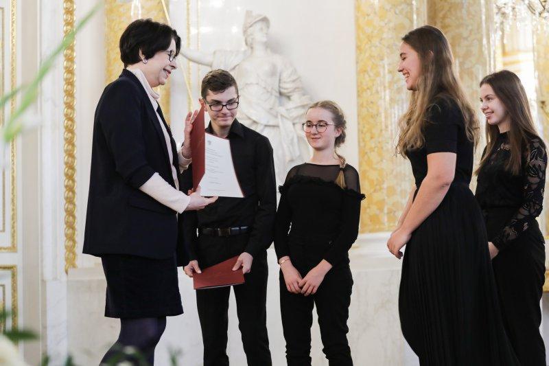 Na zdjęciu: uroczystość wręczenie stypendiów uczniom szkół artystycznych