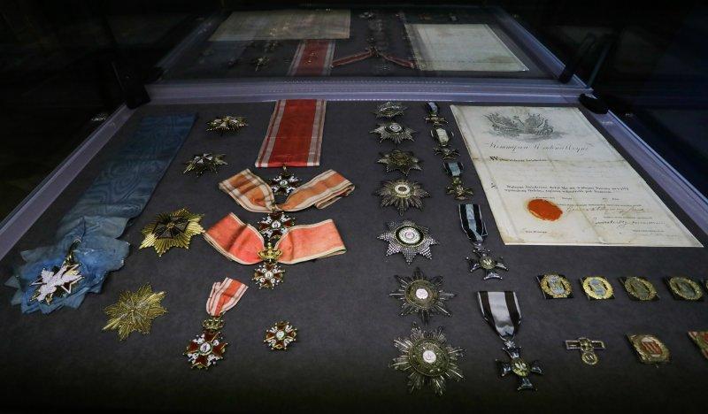 """Na zdjęciu: """"Blask orderów"""". Wystawa w Łazienkach Królewskich na 100-lecie niepodległości"""