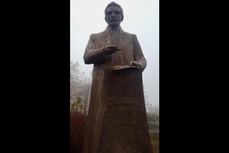 na zdjęciu pomnik Ignacego Daszyńskiego