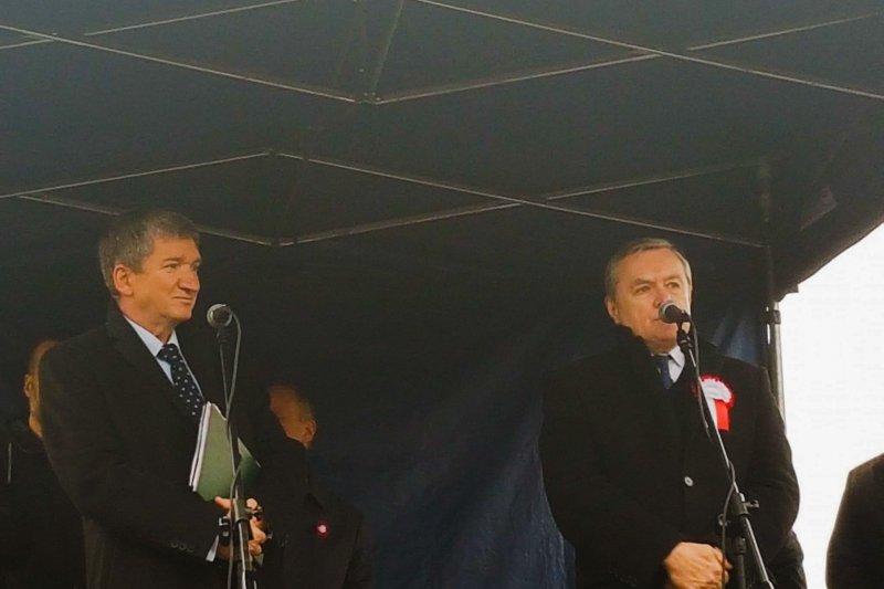 na zdjęciu wicepremier Gliński i Jerzy Wenderlich
