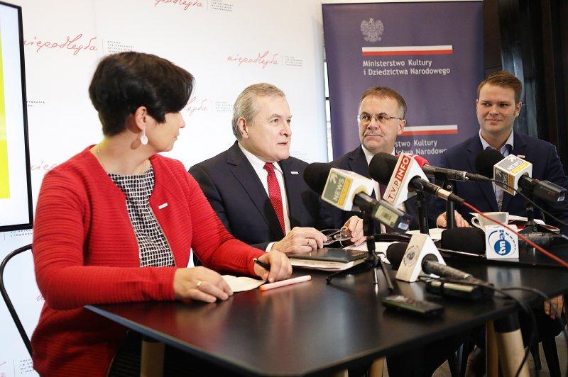na zdjęciu wicepremier Gliński,  wiceminister Sellin,  dyrektor Florjanowicz,  dyrektor Kowalski