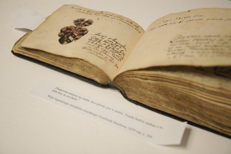 Na zdjęciu: XVII-wieczny sztambuch