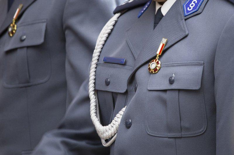 Na zdjęciu: Uroczystość odznaczenia policjantów