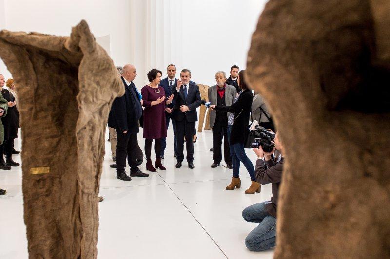 Na zdjeciu Minister Piotr Glinski na wystawie prac Magdaleny Abakanowicz w  Muzeum Narodowym we Wrocławiu. autor zdjęcia PAP/Maciej Kulczyński